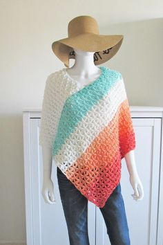 This crochet poncho free pattern has a simple construction that is perfect for beginners. It is made by joining 2 rectangles. It is a quick and easy pattern that runs from woman's size small to plus sizes. Make one for summer or for fall or winter. Col Crochet, Crochet Poncho Patterns, Quick Crochet, All Free Crochet, Knitted Poncho, Crochet Scarves, Crochet Shawl, Crochet Clothes, Crochet Summer