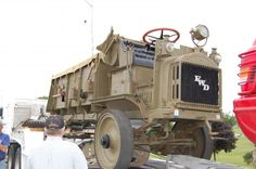 """FWD trucks (here """"FWD"""" is for company name) were not something new for the military: during WWI US Army used a large number of these vehicles. Here's 1917 FWD B-type truck: Garage - Articles 