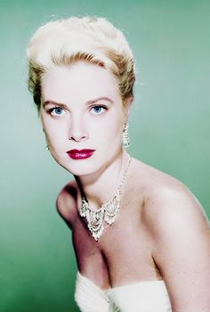 """Grace Kelly for """"To Catch a Thief"""" (1955) Golden Age Of Hollywood, Hollywood Glamour, Classic Hollywood, Old Hollywood, Moda Grace Kelly, Grace Kelly Style, Monaco, Prince Rainier, La Main Au Collet"""