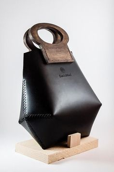 Leather Purses, Leather Handbags, Leather Bags, Leather Totes, Leather Clutch, Brown Leather, Leather Bag Design, Sac Week End, Wooden Bag