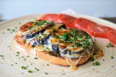 Toast cu vinete si mozzarella - Retete culinare by Teo's Kitchen Yummy Food, Yummy Recipes, Bruschetta, Salmon Burgers, Mozzarella, Eggplant, Pesto, Zucchini, Sandwich