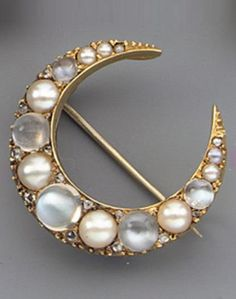 AN ANTIQUE MOONSTONE AND PEARL BROOCH, CIRCA 1890.