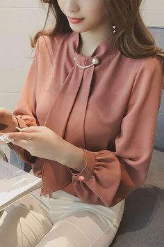 womens tops on sale – Hijab Fashion 2020 Blouse Styles, Blouse Designs, Hijab Fashion, Fashion Outfits, Fashion Fall, Womens Fashion, Modele Hijab, Professional Outfits, Chiffon Shirt