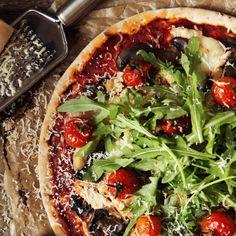 Prosty przepis na pizzę jak z włoskiej trattorii Frittata, Vegetable Pizza, Vegetables, Food, Image, Pies, Recipes, Food Food, Essen
