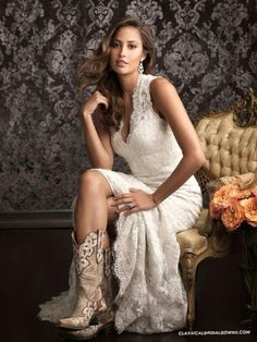 Spanish Lace Country Western Vestidos De Novia Sexy Bridal Gown V Neck Low Designs with Long Train White &Ivory bridesmaid dress - Wedding Dress Spanish Lace Wedding Dress, Bridal Gowns, Wedding Gowns, Ivory Wedding, Wedding Venues, Wedding Programs, Wedding Invitations, Bridal Lace, Wedding Favours