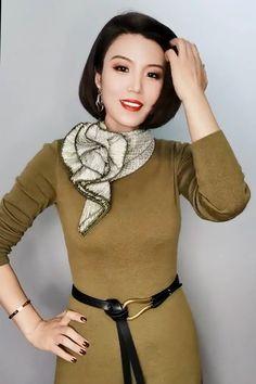 Ways To Tie Scarves, Ways To Wear A Scarf, How To Wear Scarves, Scarf Wearing Styles, Scarf Styles, Diy Fashion, Ideias Fashion, Fashion Dresses, Fashion Tips