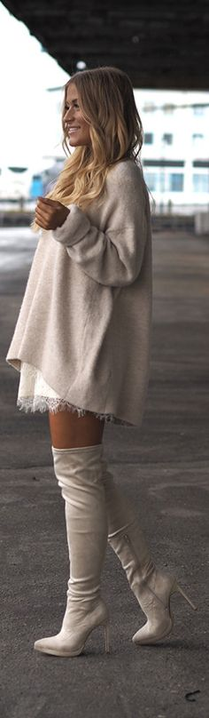 These cream over the knee boots look cute and simple with matching dress and jumper. Via Lene Orvik.