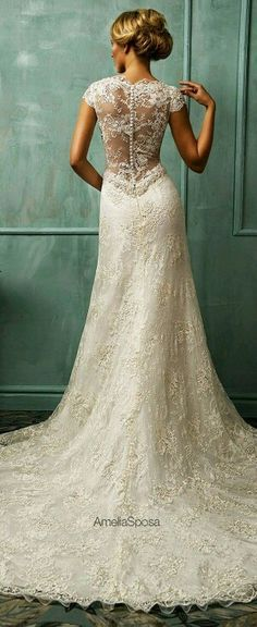 8 Great Tips For Picking The Perfect Wedding Dress. When little girls use their mathematics classes fantasizing of weddings, what do they dream of first? The perfect bridal gown, naturally: a dress in white Stunning Wedding Dresses, Dream Wedding Dresses, Bridal Dresses, Beautiful Dresses, Vintage Wedding Gowns, Wedding Dress Long Train, Fall Wedding Gowns, Lace Dresses, Lace Weddings