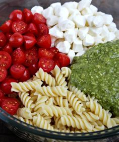 Pesto Pasta Salad Pesto Pasta Salad is the perfect quick and tasty side dish! Made with flavorful pesto, spiral noodles, fresh mozzarella and juicy cherry tom Salad Recipes For Dinner, Pasta Salad Recipes, Vegetarian Recipes, Cooking Recipes, Healthy Recipes, Drink Recipes, Pesto Pasta Salad, Soup And Salad, Pasta Dishes