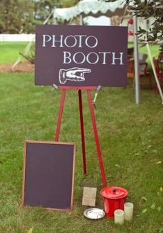 Graduation Photo Booth! What a great idea for your Graduation party