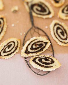 Kleine Mohnstrudel | BRIGITTE.de No Bake Cookies, Cake Cookies, German Bread, Black And White Cookies, Sweet Bakery, Vegan Sweets, No Bake Desserts, Christmas Cookies, Sweet Recipes
