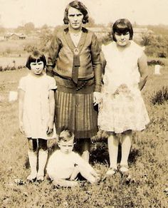 My most direct connection to the Melungeons: My grandmother, Pauline Goins (right) with her mother Grace (center), sister Lucille (left),and brother Neal (seated). This is the family of Gordon Belt Native American Population, Delaware Indians, Appalachian People, African Diaspora, My People, Free People, My Heritage, Ancestry, Dna