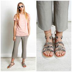 Sin duda el #look #casual, es muy diferente del look #working. Pero #nuestras #sandalias anudadas, combinan con los distintos estilismos que TELVA nos propone. ¿Con cuál te quedas?  #Exe #Exeshoes #Shoponline #Sandalias #SandaliasExe #Telva