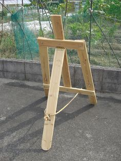Wood_Pallet-Easel-02