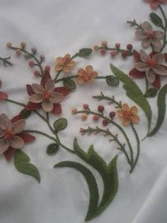 This Pin was discovered by Bir Embroidery Suits, Floral Embroidery, Embroidery Stitches, Free Motion Embroidery, Hand Embroidery, Needle Lace, Lace Making, Needlepoint, Tatting