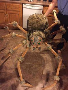 Halloween Outside, Outdoor Halloween, Holidays Halloween, Halloween Crafts, Halloween Party, Halloween 2020, Halloween Stuff, Halloween Spider Decorations, Scary Decorations