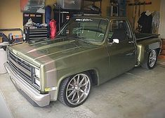 I quite prefer this color scheme for this 1987 Chevy Silverado, Silverado Nation, 87 Chevy Truck, Silverado Truck, C10 Trucks, Classic Chevy Trucks, Pickup Trucks, Chevy Stepside, Chevy Pickups