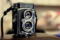 rolleiflex automat type 2 tlr My dad had a camera like this one. Rolleiflex Camera, Camera Nikon, Camera Gear, Leica, Old Cameras, Vintage Cameras, Antique Cameras, Robert Doisneau, Classic Camera