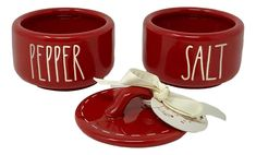 Salt And Pepper Cellars, Salt Pepper Shakers, Farmhouse Kitchen Decor, Pottery, Stuffed Peppers, Goals, Eat, Cooking, Tableware