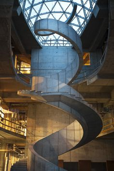 Salvador Dali museum staircase in St. the spiral staircase references Dali's fascination with DNA as well as the abstract. Cultural Architecture, Architecture Cool, Museum Architecture, School Architecture, Salvador Dali Museum, Escalier Design, Take The Stairs, Stairway To Heaven, Staircase Design
