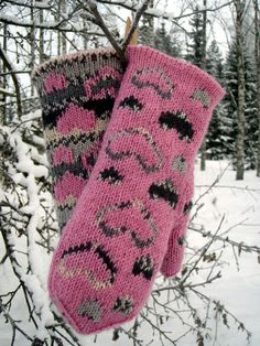 Cold fingers are a sign of a warm heart says on old saying. These double knitted mittens willl keep fingers warm in any weather, too. Fingerless Mittens, Knitted Slippers, Knit Mittens, Knitting Socks, Mitten Gloves, Hand Knitting, Ravelry, Cold Fingers, Wrist Warmers