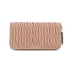 Miu Miu Trendy Handbags, Handbags On Sale, Luxury Handbags, Black Leather Handbags, Pink Leather, Leather Clutch, Miu Miu Clutch, Miu Miu Handbags, Stella Mccartney Handbags