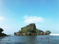 There's One Left  Pantai Nglambor GK DIY. #beach #cliff #rock #sunshine #sun #sea #sand #cloud #sky #clearsky #diving #snorkling #explorejogja #jogja #gunungkidul #pantai #laut #awan #cerah #javabeach #southbeach #south #pantaiselatan #travelrack #travelindonesia #travellers #traveller #travelling #backpacker #folk by pranayabima