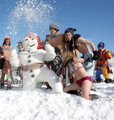 Bain de neige lors du Carnaval à Québec