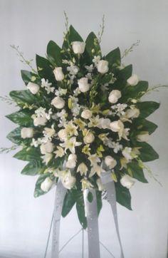Funerario, corona Rosas, lirios y orquideas