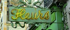 Paris Typography Inspiration | 20 examples of the unique type on Parisian street signs