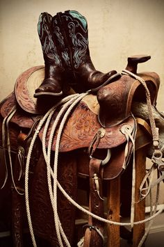 Western Saddle and Boots Cowboy Gear, Cowboy Horse, Cowboy And Cowgirl, Horse Tack, Cowboy Boots, Western Riding, Western Art, Horse Riding, Western Boots