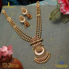 Let the long tales of gold describe your beauty. Get in touch with us on Gold Mangalsutra Designs, Gold Jewellery Design, Handmade Jewellery, Boutiques, Gold Jewelry Simple, Jewelry Patterns, Gold Necklace, Antique Necklace, Gold Earrings