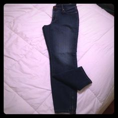 Ann Taylor Loft cropped jeans Cropped jeans with a zipper running up the lower portion of the calf. Worn once; in extremely good condition! ann taylor loft Pants