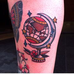 Traditional tattoo. Globe and moon tattoo. By Mike Mendes.