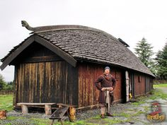 Our Harald once again but this time standing in front of a Viking longhouse replica. Casa Viking, Viking Hall, Viking House, Viking Life, Viking Tent, Pulpit Rock Norway, Interior Design History, Viking Village, Norway Fjords