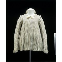 1600 - 1625, England, silk and linen. This style of woman's informal jacket was not meant to be worn in public. For this reason such garments are never seen in portraits. Its loose-fitting cut would have been particularly comfortable and the jacket may have been worn during pregnancy. This is a rare example of an informal woman's jacket from the early 17th century. It would have been worn over a petticoat and stays, with a linen or lace collar and cuffs and a decorative coif.