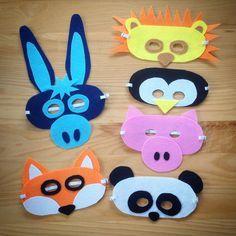 Dans une dizaine de jours, c'est MARDI GRAS alors on se prépare :) Je vous propose des petits DIY touts simples à réaliser et qui nécessite peu de matériel : - des feuilles de feutrine A4 - des ciseaux - un rouleau de scotch double-face - de l'élastique - un fil et une aiguille La… Penguin Costume, Mardi Gras Costumes, Diy Crafts For Kids, Origami, Projects To Try, Felt, Meli Melo, Scotch, Costumes