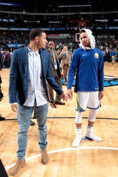 Dell curry tells his son not to spoil his night then steph drops seth curry of the dallas mavericks and stephen curry of the golden state warriors greet each m4hsunfo