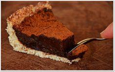 """Esta foi a minha primera experiência de sobremesa crua """"a sério"""" e superou as minhas expetativas. Esta tarte é 100% natural e saudável, feita com poucos ingredientes, todos eles naturais. É uma tarte crua, pelo que não precisamos de nos chatear com as que..."""