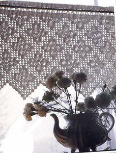 Diy Crafts - Crochet World added a new photo with Gloria Rios Henriquez and Marli de Souza. Filet Crochet, Crochet Motifs, Crochet Borders, Crochet Chart, Thread Crochet, Diy Crochet, Vintage Crochet, Crochet Doilies, Crochet Patterns