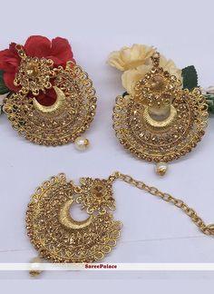 Indian Bridal Jewelry Sets, Indian Jewelry Earrings, Fancy Jewellery, Jewelry Design Earrings, Gold Jewellery Design, Ear Jewelry, Girls Jewelry, Stylish Jewelry, Fashion Jewelry