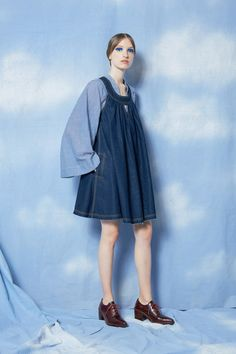 Karen Walker Resort 2020 collection, runway looks, beauty, models, and reviews. Next Fashion, Pop Fashion, Fashion 2020, Fashion Trends, Karen Walker, Vogue Paris, Trend Council, Androgynous Fashion, Fashion Show Collection