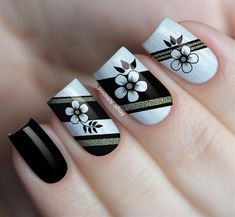 Unhas Pretas Decoradas Com Flores! Tape Nail Art, Gel Nail Art, Manicure And Pedicure, Fabulous Nails, Gorgeous Nails, Cute Nails, Pretty Nails, May Nails, Finger