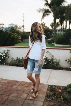 How to style Bermuda shorts: 14 outfit ideas you& love - Modest O . - How to style Bermuda shorts: 14 outfit ideas you& love – Modest Outfits for Summer – - Jean Short Outfits, Modest Summer Outfits, Modest Shorts, Spring Outfits, Summer Casual Outfits For Women, Casual Summer Fashion, Summer Tomboy, Cruise Outfits, Vacation Outfits