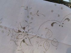 Vintage Embroidered Linen Scalloped Table Cloth by NanasOldShed, $35.00