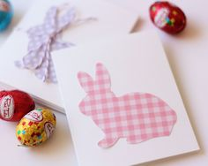 DIY-Bunny Silhouette Gift Cards.  Wouldn't mind putting this silhouette in multiple picture frame collage with different papers.
