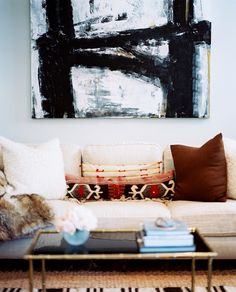 9 Chic Ways to Dress Up Your Boring Neutral Sofa via @domainehome