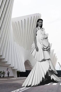 Does form fashion viktoria lytra s montages keep iconic architecture in vogue side by side images reveal how much high fashion is inspired by architecture Paper Fashion, Origami Fashion, Fashion Tag, High Fashion, Fashion Images, Iris Van Herpen, Moda Origami, Architect Fashion, Architect Logo
