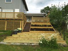 Skrå tomt Outside Stairs, Earthship Home, Sloped Garden, Outdoor Living, Outdoor Decor, Outdoor Areas, Backyard Patio, Garden Inspiration, Terrace