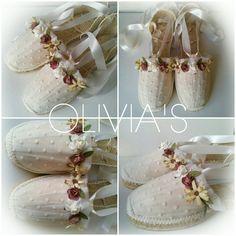 Alpargatas decoradas para comuniones, bodas y diferentes eventos Crochet Shoes, Shoe Art, Canvas Leather, Boho Dress, Diy Wedding, Diy And Crafts, Fashion Shoes, Espadrilles, Shoes Sandals